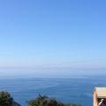 Budva Rivierası'nın panoramik manzarasına sahip satılık geniş arsa.