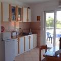 Daire 38 m², iki yatak odası, banyo, mutfaklı oturma odası ve iki balkon vardır.