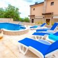 Prekrasna vila u Pržnu u kompleksu sa bazenom, prodaja kuća Crna Gora, kupiti vilu u Region Budva, vila blizu mora Becici