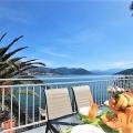 Sakin Njivice köyünde, Herceg Novi'de Adriyatik kıyısındaki evin çok rahat bağımsız katı satılıktır.