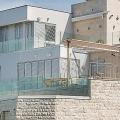 Na prodaju je elegantna, moderna vila luksuznog stakla, koja se nalazi na prvoj liniji u selu Krašići.