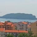 35 m2'lik parlak daire, Lazvi bölgesinde, Budva'da yer almaktadır.