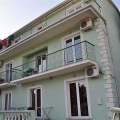 House with apartments for rent in Igalo.