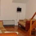 Budva'daki iki katlı daire, 65m2'lik bir alan, gerçek alan olan 72m2.