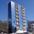 Becici'de yeni bir binanın ilk hattinda, panoramik daireler.