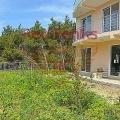 Satılık şehir evi, Karadağ'ın Bar Rivierası'ndaki Zeleni pojas köyünde yer almaktadır.