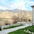 Panoramik deniz manzaralı ve Boka Kotorska Körfezi'nde büyük bir arsaya sahip ev., Karadağ satılık ev, Karadağ satılık müstakil ev, Karadağ Ev Fiyatları