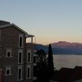 Kotor Körfezi üzerinde panoramik manzaraya sahip, Sahil Kenarinda Villa, Karadağ da satılık havuzlu villa, Karadağ da satılık deniz manzaralı villa, Dobrota satılık müstakil ev
