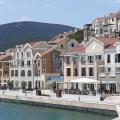 Karadağ satılık daire Lustica Yarımadası kıyısında kendi altyapısına sahip yeni, büyük ölçekli konut kompleksi.