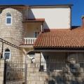 Tatil köyü Krasici, Karadağ Tivat havaalanına 9 km satılık geniş 3 katlı villa.