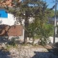 Pitoresk Krasici köyünde, Lustica yarımadasında, plaja 40 metre mesafede 70 metrekarelik rahat bir ev.