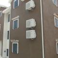 Satılık: küçük bir evde iki lüks daire, Kotor'un güzel Boka Koyu'ndan sadece beş dakika yürüme mesafesinde.