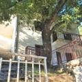 Boka Kotor Körfezi kıyısında şirin bir ev, Karadağ da satılık havuzlu villa, Karadağ da satılık deniz manzaralı villa, Dobrota satılık müstakil ev