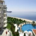 Budva Riviera'nın kalbinde, Becici sahilinin merkezine sadece 200 metre mesafede yer alan, kapalı bir elit yerleşim kompleksi.