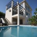 Villa Meleto 3 yatak odası, 240 m2 kapalı-açık alan, 25 m2 yüzme havuzu ile satılıktır.