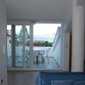 Budva'nın en elit bölgelerinden Rafailovici'de yer alan daire çok geniş ve kullanışlıdır.