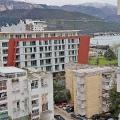 İki yatak odalı daire Old Town'a yakın konumdadır.