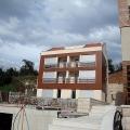 Tivat'ın ilk hattındaki yeni konut kompleksinde, biznis sınıfı daireler (Donja Lastva).