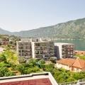 Kotor Koyu'nun muhteşem manzarasına sahip şık ve çok geniş 1 yatak odalı daire.