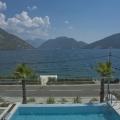 Kotor Körfezinde Sahil Şeridinde Villa, Kotor-Bay satılık müstakil ev, Kotor-Bay satılık villa
