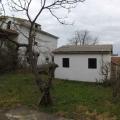 Yenileme için 65 m2'lik bir alana sahip küçük bir ev.