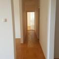 Geniş daire, Becici'de yeni bir evde bulunmaktadır.