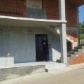 Evin bir kısmı (dikey olarak bölünmüş) Krimovica'da.