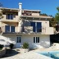 Herceg Novi'nin tarihi kentinin yakınında yeşil bir yerde satılık mükemmel, modern ev.