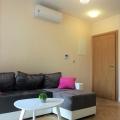 Yeni 45 metrekarelik tek yatak odalı daire, Dobrota'daki yeni bir komplekste, zemin kattaki ana hattan 20 metre uzaklıkta yer almaktadır.