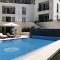 Bu lüks villa, tüm odalardan açık deniz, Budva ve Sveti Stefan Adası'nın muhteşem manzarasına sahiptir.