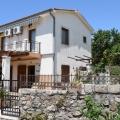 Satılık Krimovica köyünde iki katlı bir ev, Budva Riviera, Karadağ.