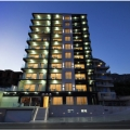 Bu modern otel, Becici'de denize sadece 50 metre mesafede yer almaktadır.