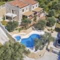 Na prodaju prelepa kamena vila sa bazenom u Buljarici.