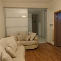 Bečići'de satılık bir daire sunuyoruz: Adriyatik Kıyısında rahat 1+1 daire Daire birinci kattadır.