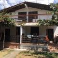Sutomore'de bitişik binada satılık ev .