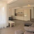 Budva, Karadağ satılık daire 74m, 3 oda ve 2 yatak odası, gardıroplu uzun koridor.