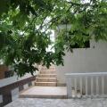 Kotor Körfesinde, Dobrota'da denize sıfır satılık Vila, Karadağ da satılık havuzlu villa, Karadağ da satılık deniz manzaralı villa, Dobrota satılık müstakil ev