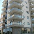 96 m2'lik üç yatak odalı daire, Budva'da ilk sırada bulunan yeni bir binada, son katta (6.