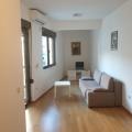 Satılık Budva merkezinde tek yatak odalı daire döşenmiştir.