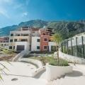 Daire, küçük Morinj köyünde yeni bir konut kompleksinde yer almaktadır.
