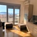 Budva şehir Karadağ turizm yaşamının merkezinde modern bir evde daireler.
