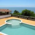 İki yatak odası ve panoramik deniz manzaralı teras ile toplam 104m2 alana sahip satılık mobilyalı daire.