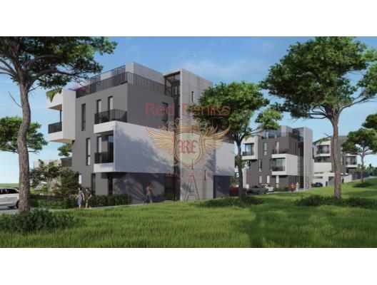 Yeni inşa edilen konut kompleksi, Tivat'ın sakin bir bölgesinde, ana yola 250 m uzaklıkta ve sahile 400 metre mesafede yer almaktadır.