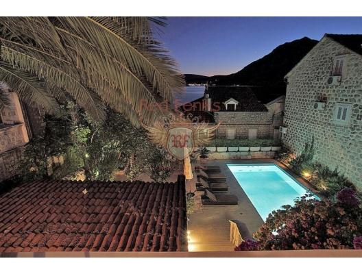 Delightful villa in Kotor Bay, Montenegro, Karadağ da satılık havuzlu villa, Karadağ da satılık deniz manzaralı villa, Dobrota satılık müstakil ev