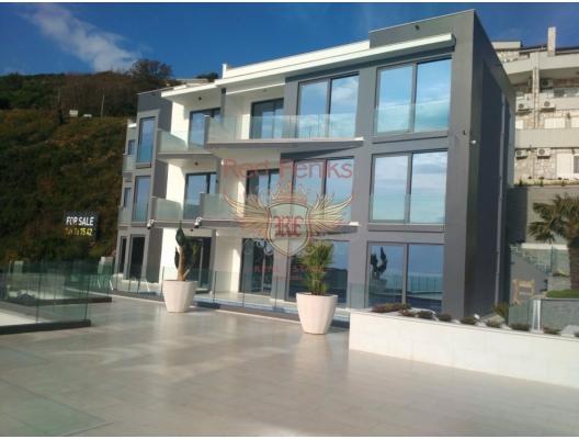 Satılık yüzme havuzlu üç villa, Budva.