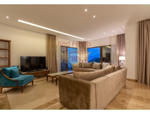 Rijeka Rezevici'de lüks taş dirgen, Karadağ da satılık havuzlu villa, Karadağ da satılık deniz manzaralı villa, Becici satılık müstakil ev