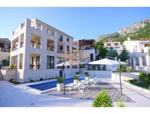Villa with Panoramic Mountain and Sea Views, Karadağ da satılık havuzlu villa, Karadağ da satılık deniz manzaralı villa, Becici satılık müstakil ev