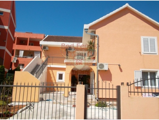 For sale house is located in the heart of Budva, 200 meters from the bus station, clinic, police and 100 meters from the sports center.