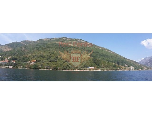For sale panoramic plot on the first line in Kamenari.