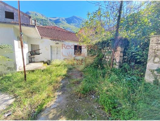 Kotor'da tadilat evi, Kotor-Bay satılık müstakil ev, Kotor-Bay satılık müstakil ev